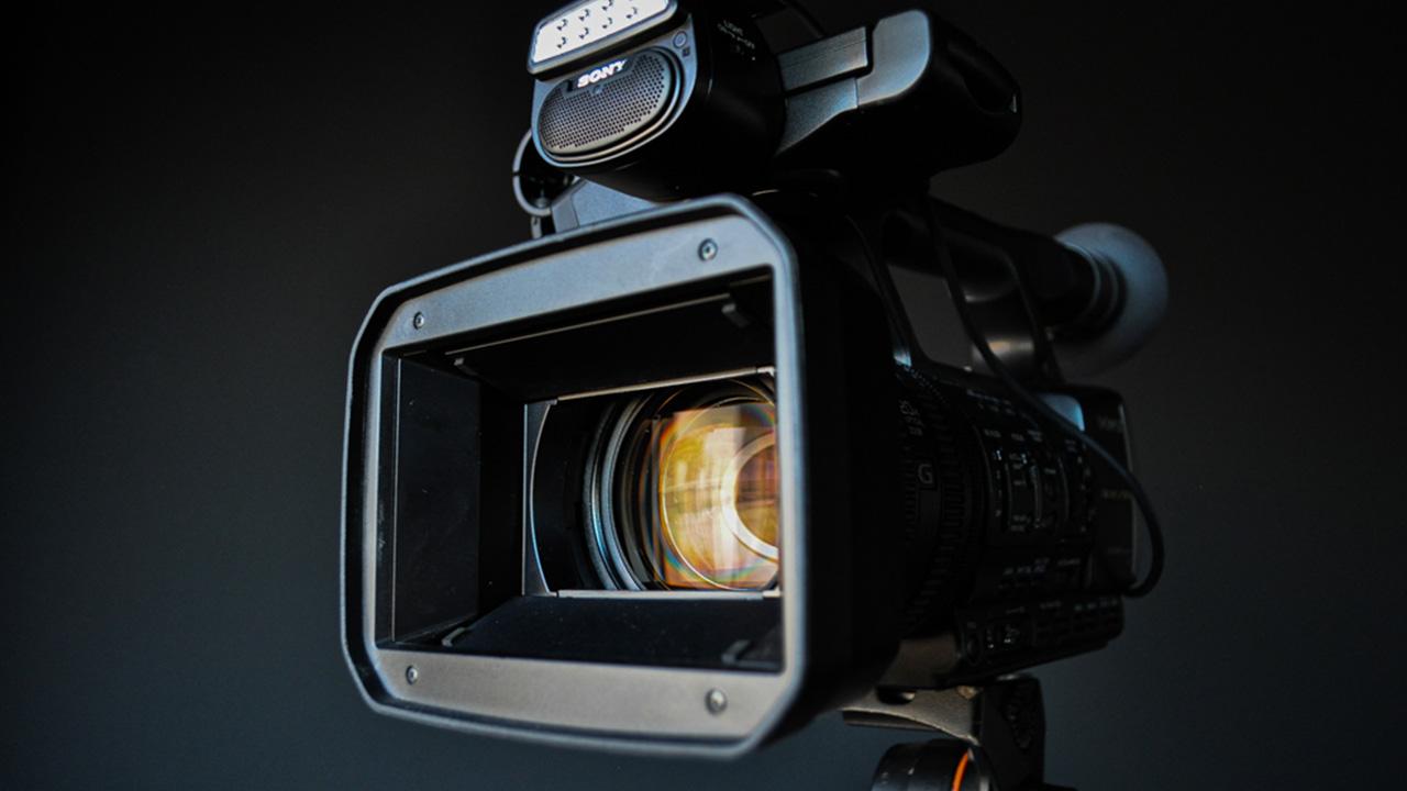 Professionele videocamera van dichtbij